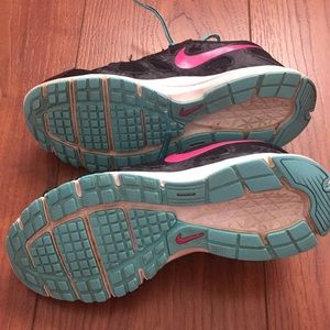 Nike Shoes - Nike revolution 2 size 7 very good condition